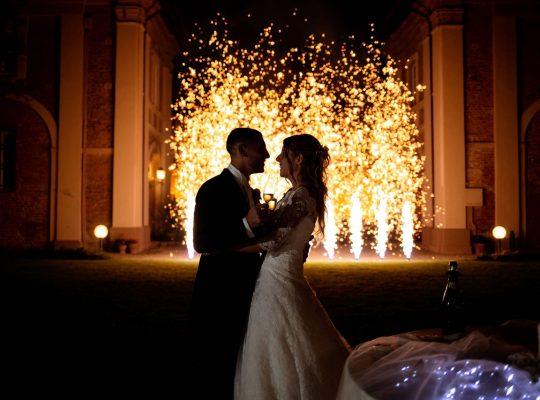 matrimonio giorno speciale wedding planner può baciare la sposa fuochi artificio
